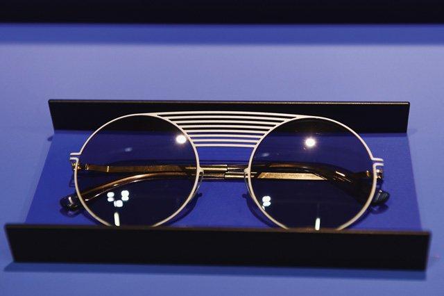 Runde Sonnenbrille mit großem Nasensteg