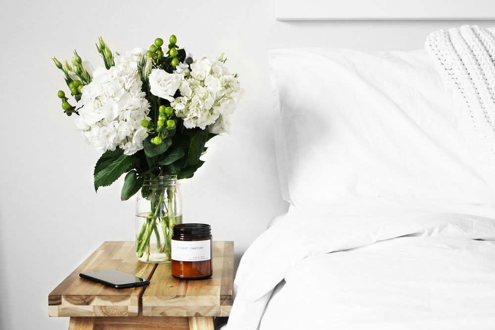 Bett mit Nachttisch