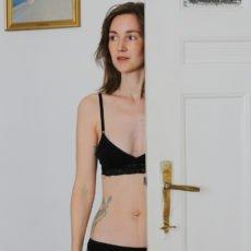 Halbporträt mit Unterwäsche von erlich Textil
