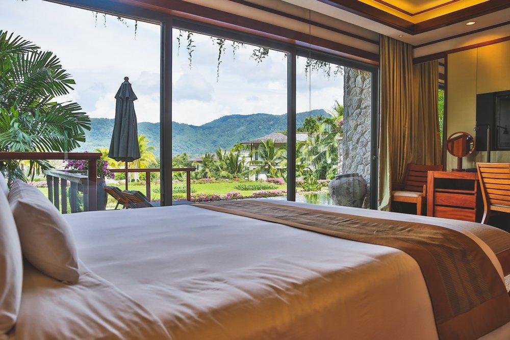 Schlafzimmer der Pool Suite im Andara Resort Phuket