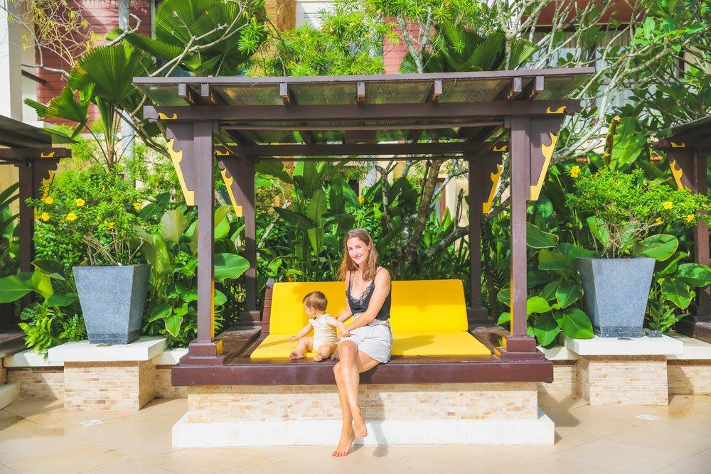 Daybed im Mövenpick Resort Bangtao Beach auf Phuket