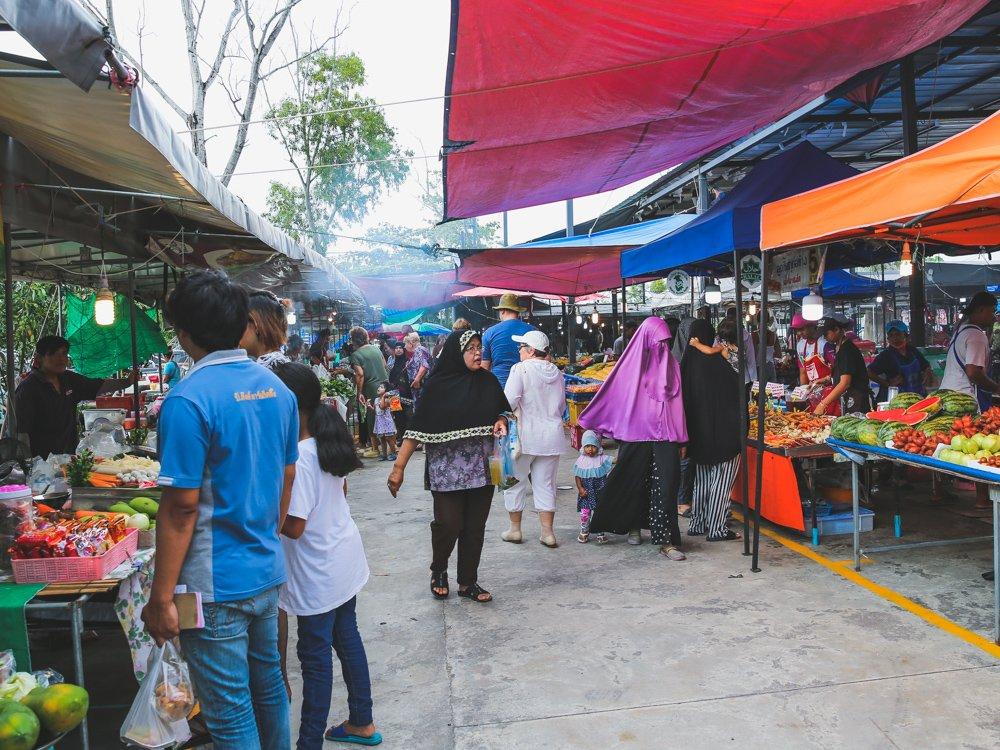 Auf dem Local Market in Bangtao