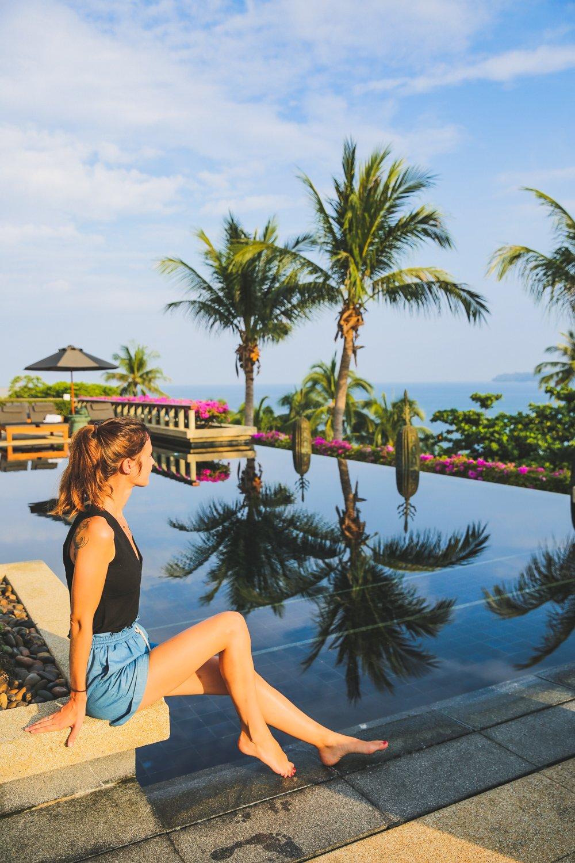 Am Main Pool im Andara Resort Phuket