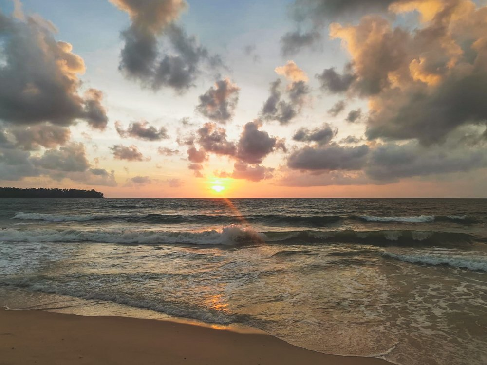 Sonnenuntergang am Bangtao Beach