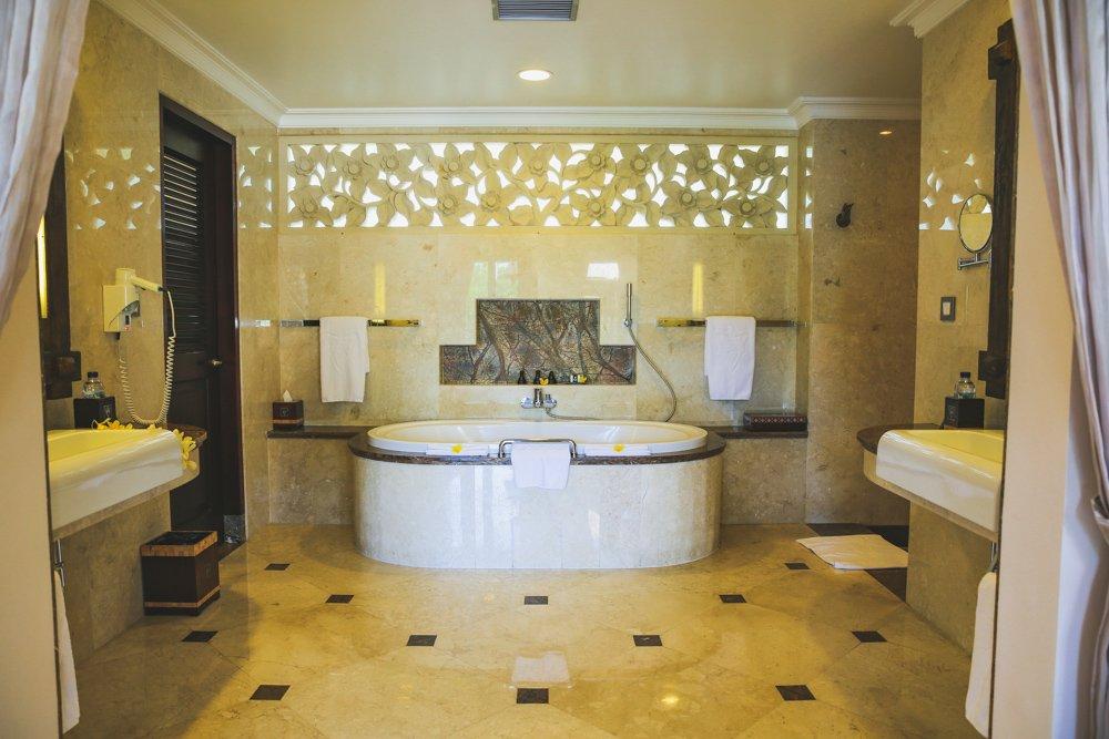 Badezimmer der Deluxe Terrace Villa im Viceroy Bali