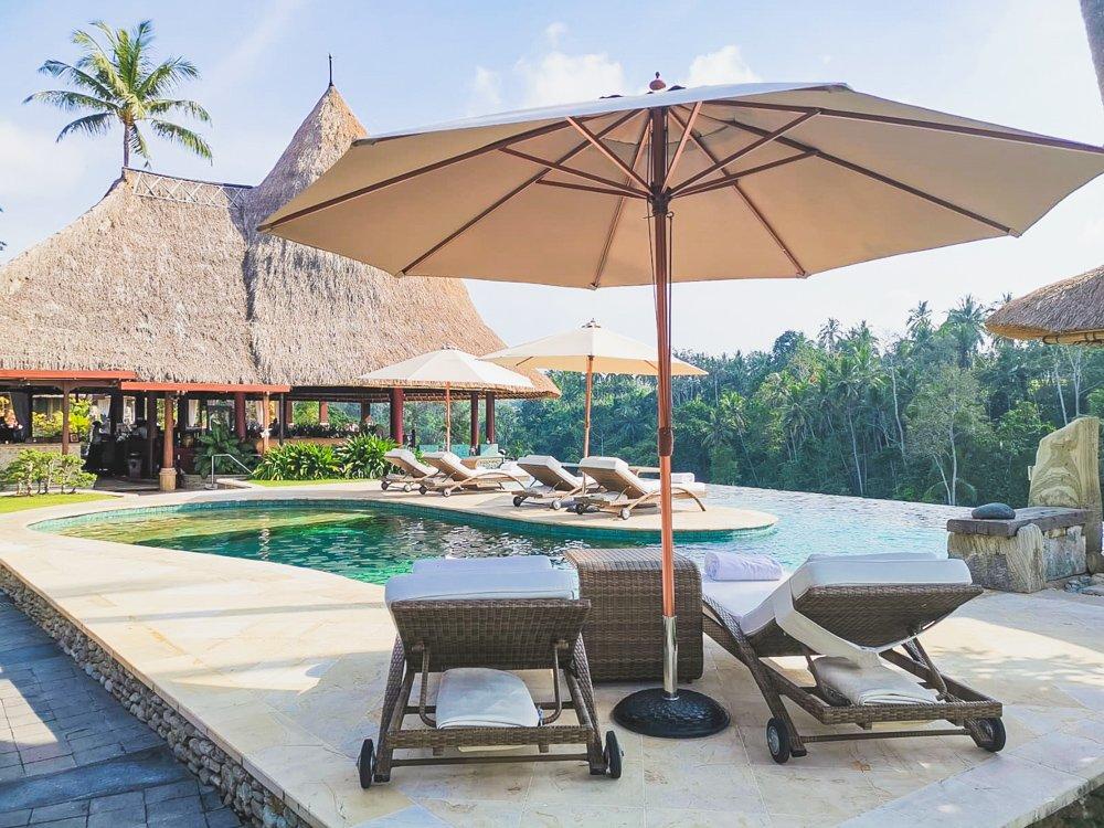 Poolbereich im Viceroy Bali