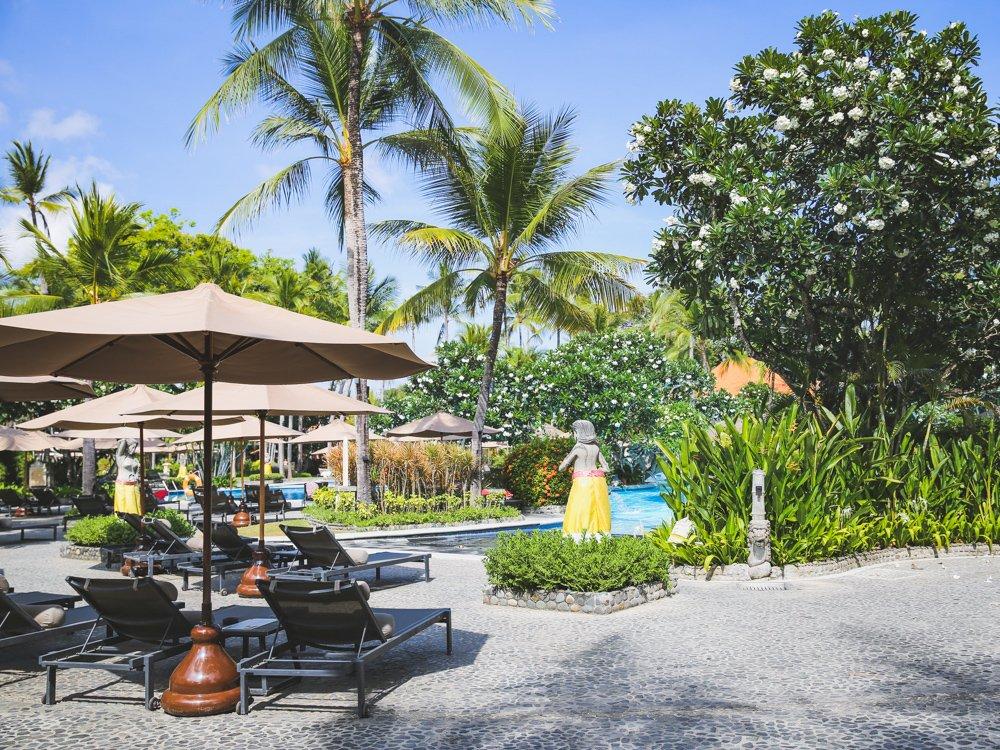 Poolbereich im Meliá Bali