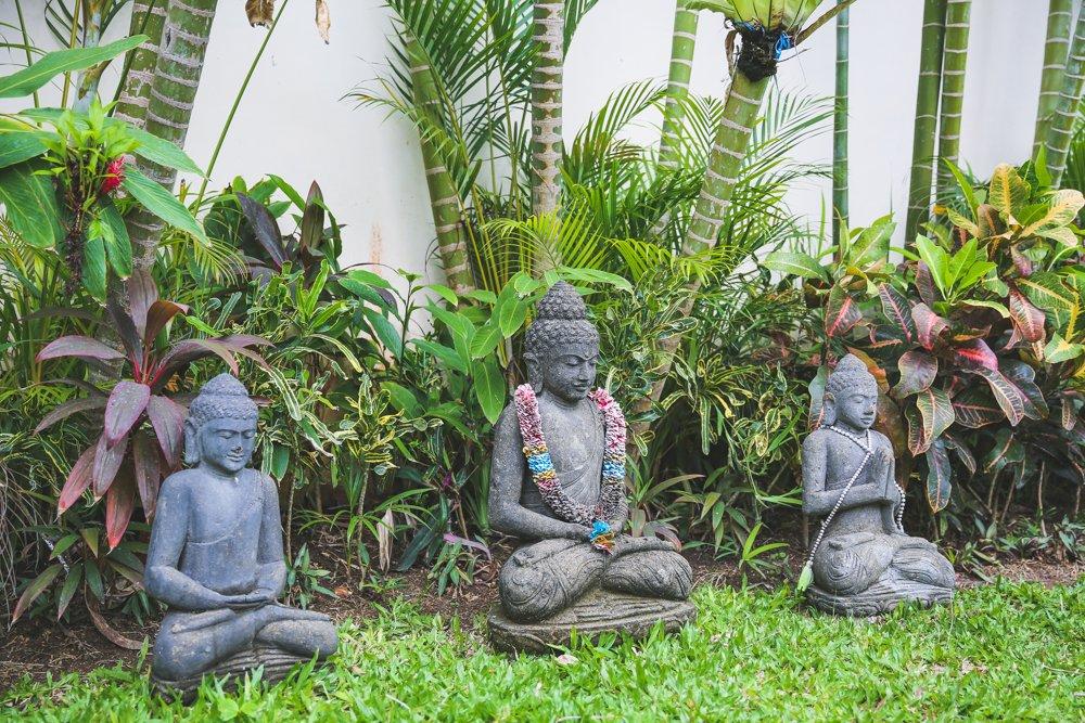 Buddha Statuen im Garten