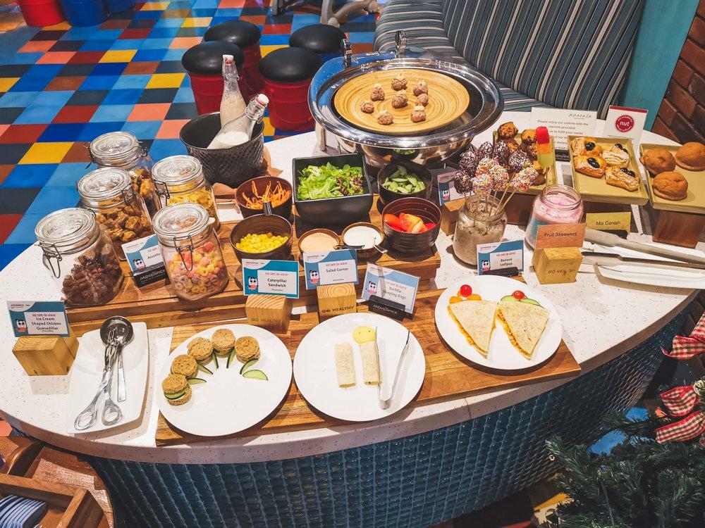 Kinderbuffet beim Frühstück im Mövenpick Jimbaran